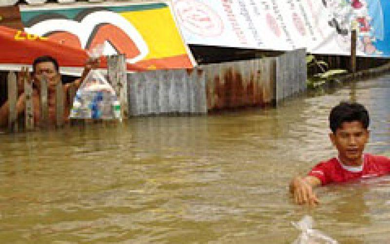 ช่วยเหลือน้ำท่วม