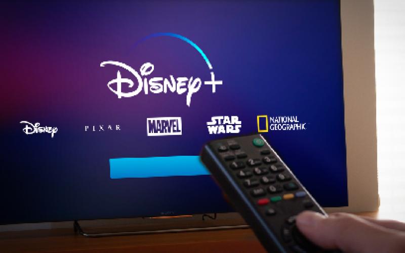 แนะนำ 10 ภาพยนตร์และซีรีส์ Disney+ ที่คนวัยทำงานควรดู